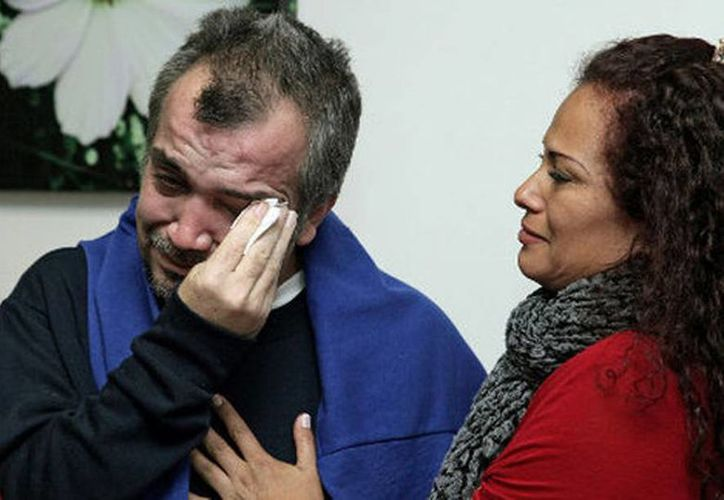 Guzmán llora al llegar a su país (Foto que publica Milenio de AFP)