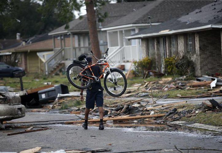 No se reportan muertos por el paso de un tornado en Nueva Orleans. (AP/Gerald Herbert)