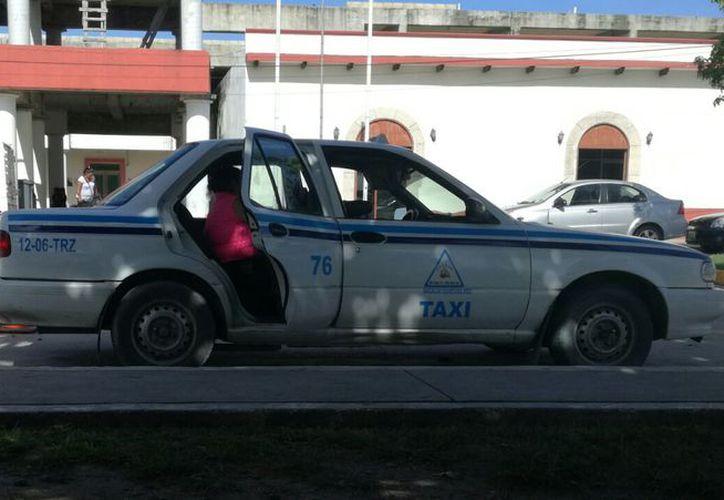 Los taxistas han propuesto el aumento a la Sintra, pero no han tenido la autorización. (Javier Ortiz/SIPSE)