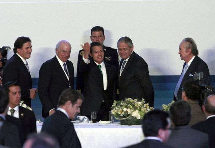 """El presidente, Enrique Peña Nieto clausuró la """"Reunión Nacional de Consejeros de BBVA-BANCOMER 2014"""". (Notimex)"""