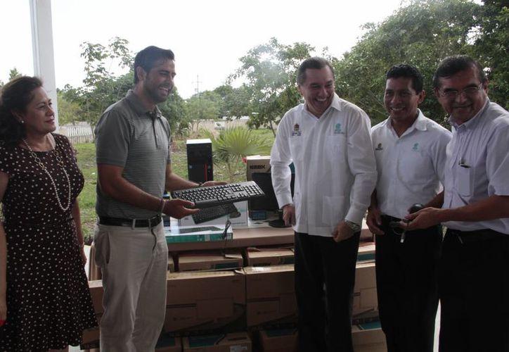 La iniciativa surgió por la colaboración brindada por los estudiantes de este centro de estudios en el Torneo de Golf OHL Classic at Mayakoba. (Tomás Álvarez/SIPSE)