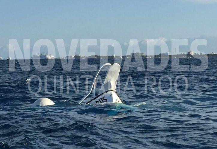 La embarcación se hundió por completo, en una playa ubicada al sur de Cozumel. (Foto: Gustavo Villegas)
