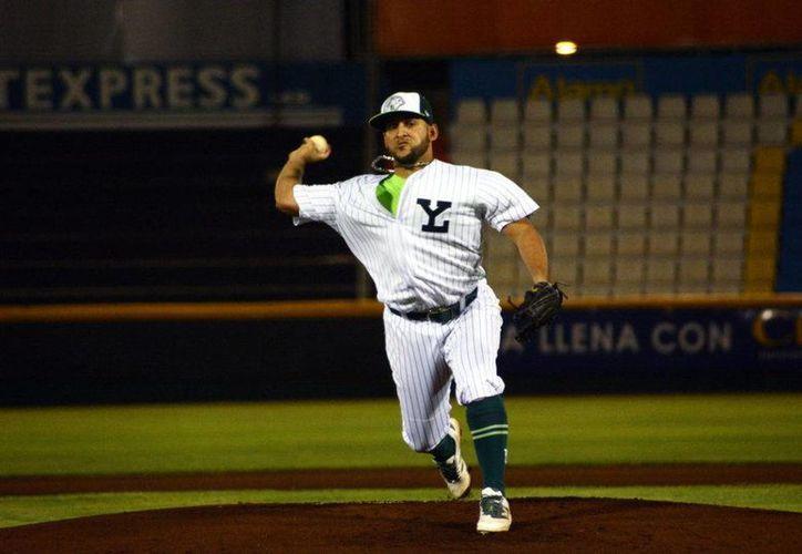 Yoanner Negrín forma parte de la lista de cuatro abridores que dio a conocer Willie Romero, para enfrentar a Piratas de Campeche.(Foto tomada de Leones.mx)