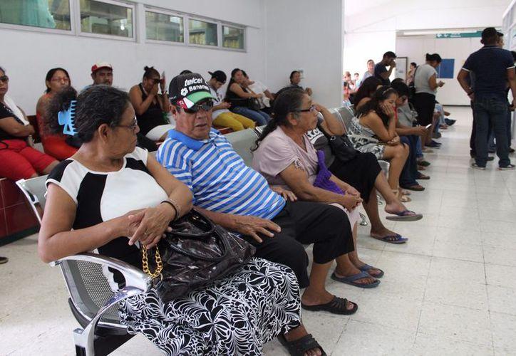 En los centros de salud la consulta médica por conjuntivitis, así como el medicamento, son otorgados de forma gratuita. (Joel Zamora/SIPSE)