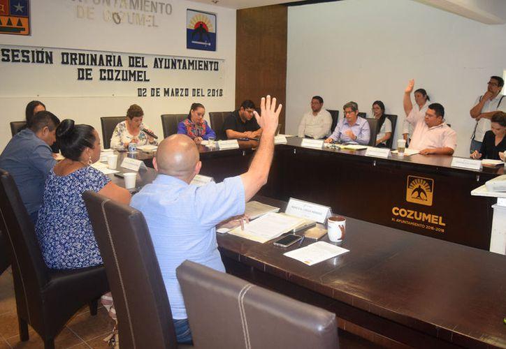 Sin importarle que dos concejales solicitaron el uso de la palabra, la presidente dio por terminada la sesión. (Gustavo Villegas/SIPSE)