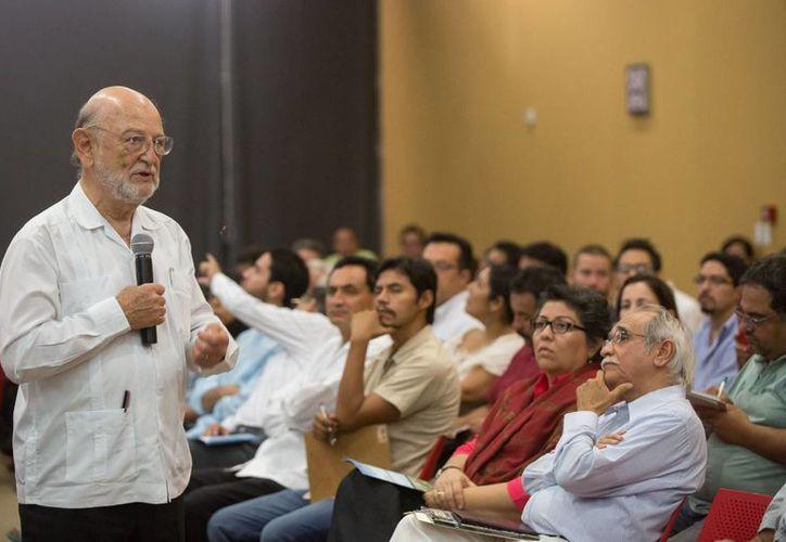 """El exrector de la UNAM dictó la magna conferencia """"El capital natural del mundo maya"""", en el marco del FICMaya 2013. (Cortesía)"""