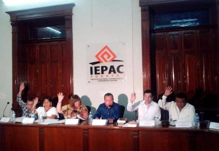 Los consejeros electorales de Mérida avalaron por unanimidad los registros de Mauricio Vila Dosal, por el PAN; Ana Rosa Payán Cervera, por Movimiento Ciudadano y Carlos Carvajal Borges, por el PRD, como candidatos a la Alcaldía de Mérida. (SIPSE)