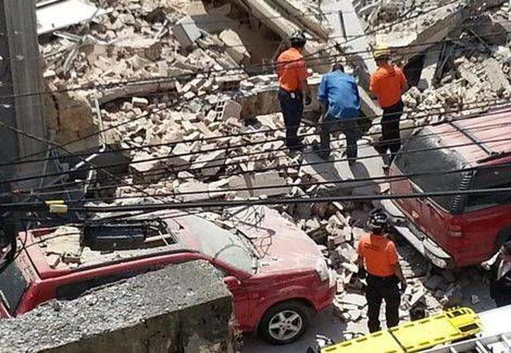 Hasta ahora se desconocen las causas del siniestro en una escuela de Monterrey. (Milenio/Fotos tomadas de Twitter)