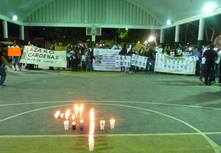 El recorrido concluyó en el domo deportivo, ubicado enfrente del Palacio Municipal. (Raúl Balam/SIPSE)