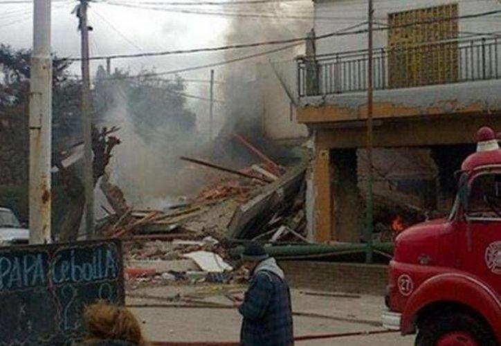 Al parecer la explosión se originó en un local de recarga de extinguidores, cuyo propietario falleció en el incidente. (lacapital.com.ar)