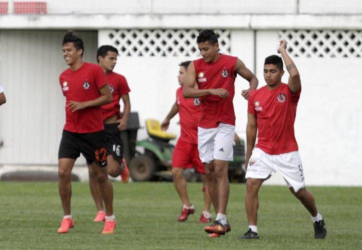 Pioneros de Cancún entrena para la siguiente campaña de Segunda División, con el compromiso de mejorar lo que hizo en su primera participación en la Liga Premier de Ascenso. (Francisco Gálvez/SIPSE)