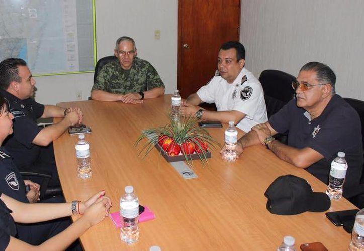 Las autoridades durante una reunión en la Secretaría Municipal de Seguridad Pública y Tránsito. (Eric Galindo/SIPSE)