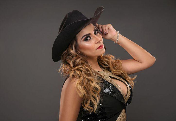 El disco de Damiana Villa, 'Ella' es producción de Alazán, Erik Guecha y Joel Solís. (Redacción/SIPSE)