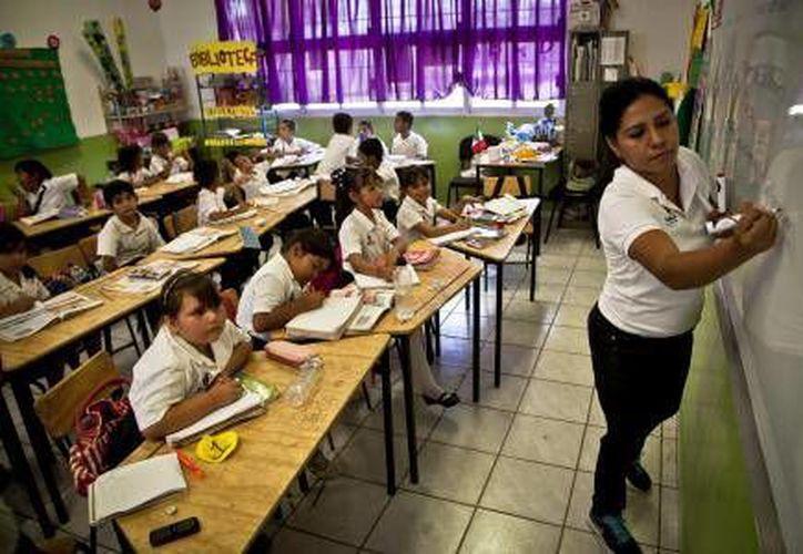 La SEP convoca a maestros mexicanos bilingües para dar clases en Estados Unidos. (El Financiero)