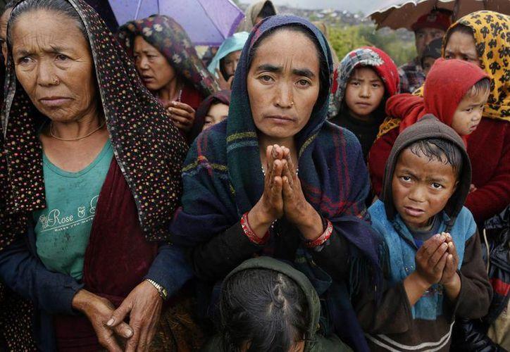 Las pequeñas aldeas en las montañas de Nepal apenas están recibiendo la ayuda humanitaria enviada por la comunidad internacional. (AP)