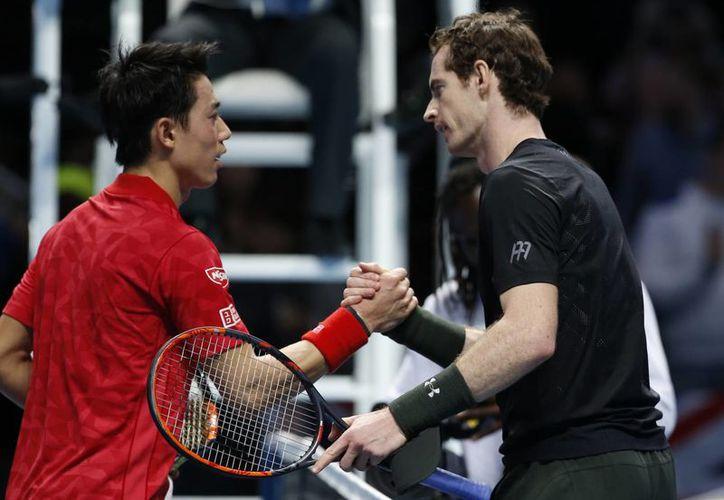 Andy Murray, tenista número 1 del mundo, superó a Kei Nishikori (i) y está cerca de ganar la Copa Masters. (AP)