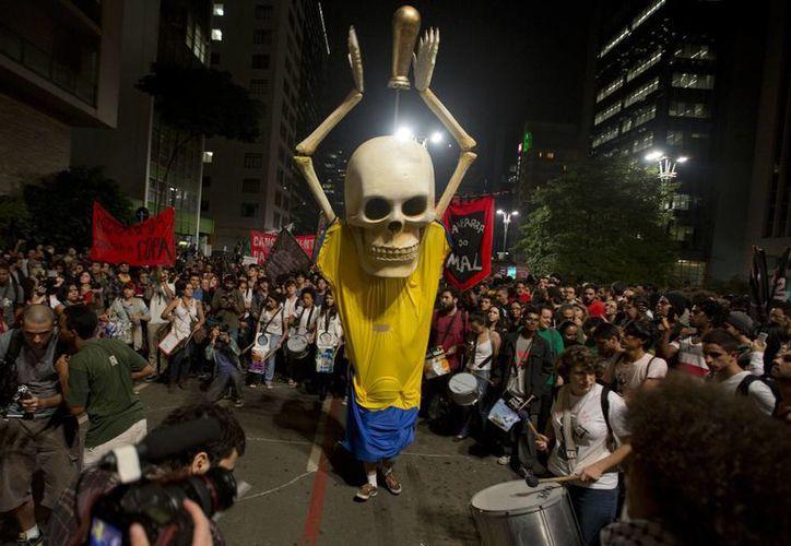 Las autoridades brasileñas esperan intensas protestas durante el partido inaugural el 12 de junio en Sao Paulo. (AP)