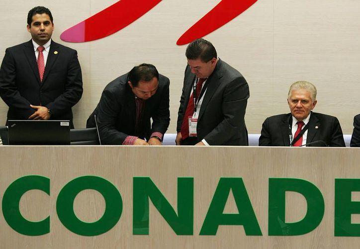 El titular de la Cojudeq estuvo presente en la firma del convenio. (Redacción/SIPSE)
