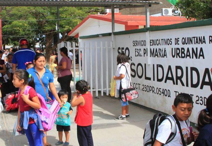 Derechos Humanos investiga a maestra de la escuela primaria 'Solidaridad'. (Ángel Castilla/SIPSE)