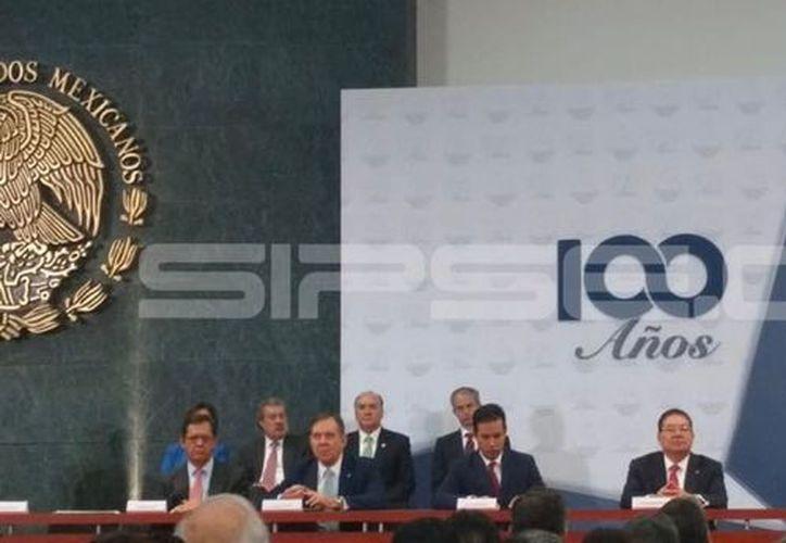 José Manuel López Campos, al tomar posesión como líder de la Concanaco. (Milenio Novedades)