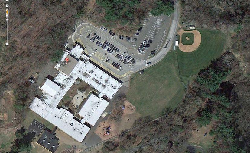 Imagen proporcionada por Google de la escuela primaria de Newton donde se produjo el tiroteo. (Agencias)