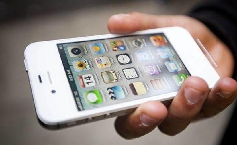 Sugieren utilizar alcohol y algodón para limpiar el teléfono celular. (Archivo/SIPSE)