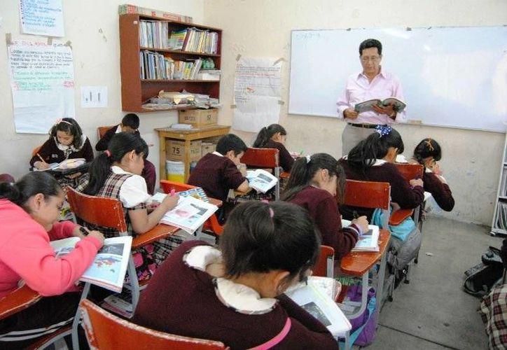 Autoridades de Quintana Roo reconocieron el trabajo de los maestros en su día. (Contexto/Internet)