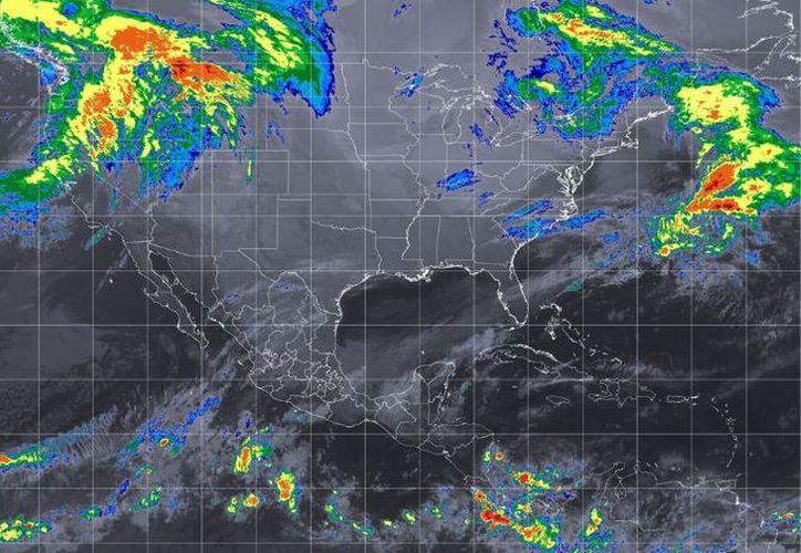 Se reportó que el frente frío número 12 se extenderá este martes como estacionario desde la Península de Yucatán. (Conagua)