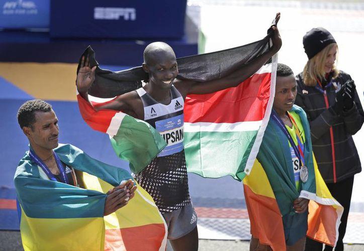 Kipsang es el primer corredor que gana los tres grandes Maratones del Mundo: Berlín, Londres y Nueva York. (AP)
