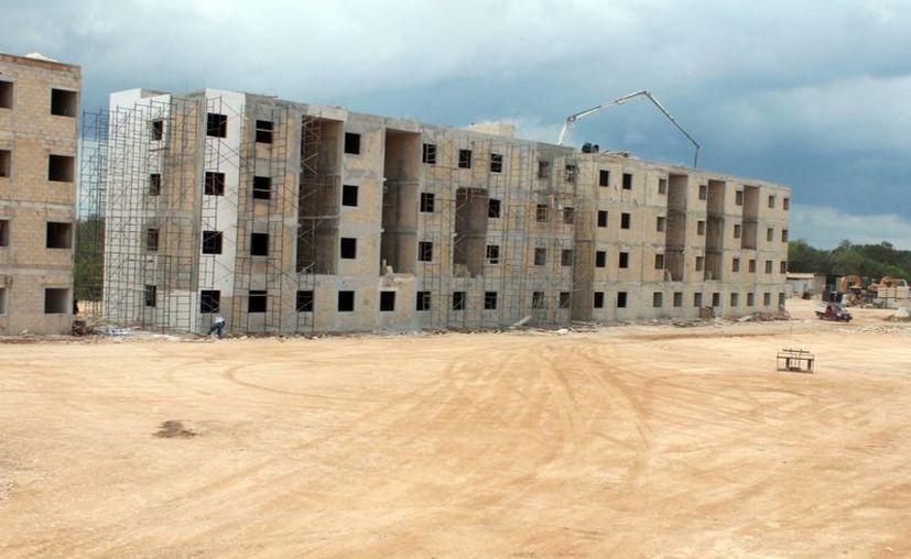 En la construcción de las viviendas utilizan diversos materiales ecológicos. (Luis Soto/SIPSE)