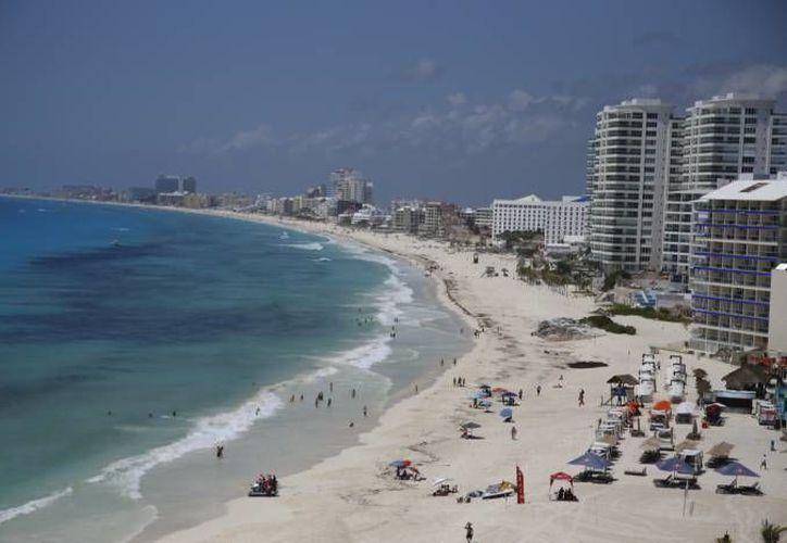 Los dos destinos turísticos pueden ofrecer sol y playa. (Redacción/SIPSE)