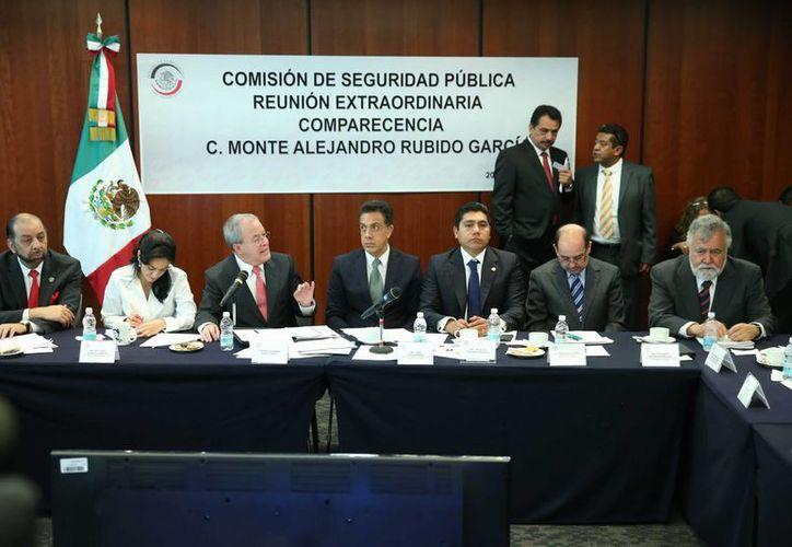 Al comparecer en el Senado, Monte Alejandro Rubido indicó que la Gendarmería iniciará operaciones el 13 de junio. (Notimex)