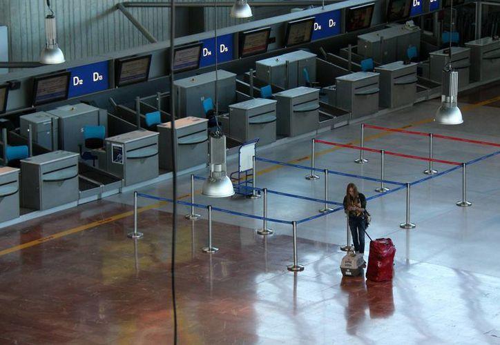 La huelga provocó que los pasajeros tuvieran que buscar alternativas para poder viajar. (Agencias)