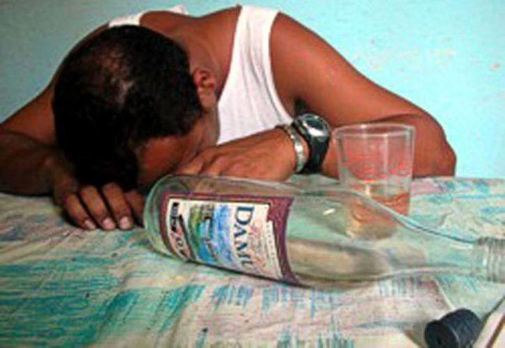 El alcoholismo puede poner en peligro la vida del individuo. (Milenio Novedades)