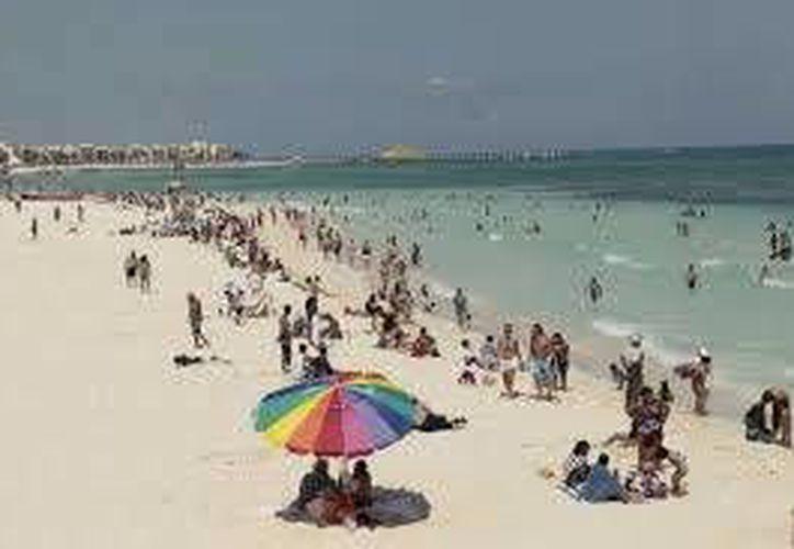 Tratan de garantizar tranquilidad a los turistas en las playas. (Archivo/SIPSE)