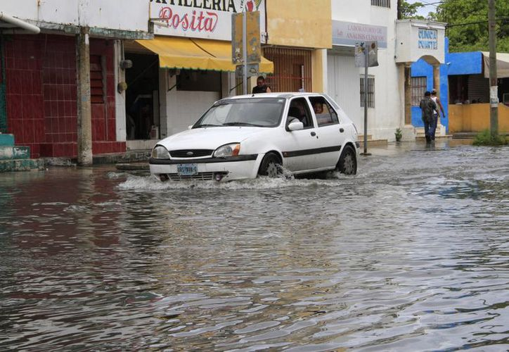 Las lluvias dispersas fueron ocasionadas por canales de baja presión y uno de ellos se extendió por diferentes puntos del país. (Tomás álvarez/SIPSE)