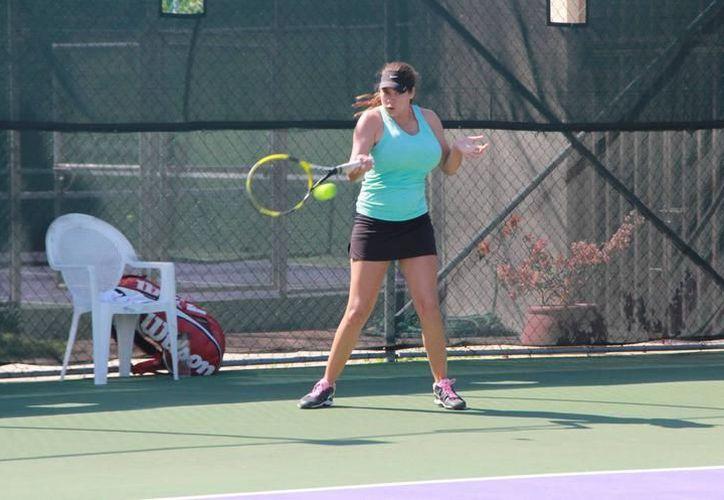 Varios jugadores entrenan fuertemente para los diferentes torneos locales. (Redacción)