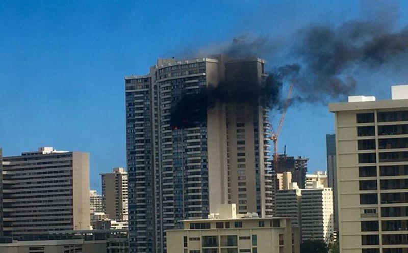 Incendio en edificio de Hawaii deja varias víctimas mortales #VIDEO