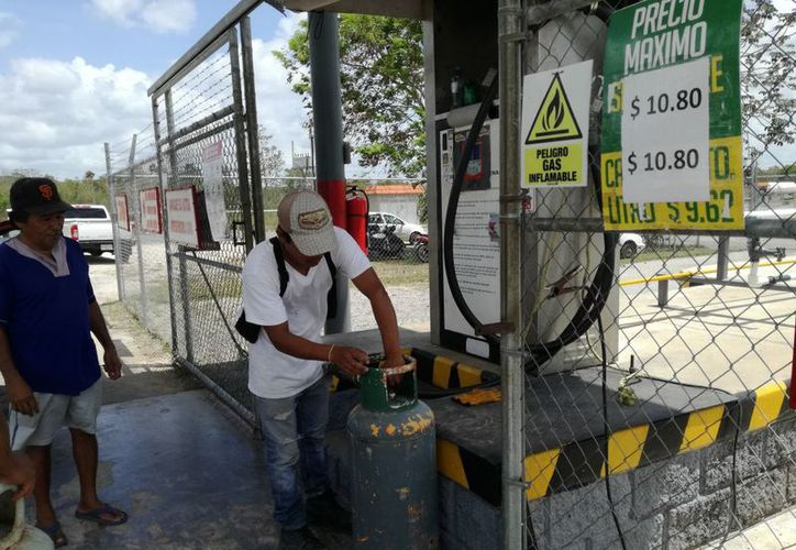 Una queja recurrente es que las gasolineras no dan 'litros de a litro' y no tienen dónde denunciar. (José Chi/SIPSE)