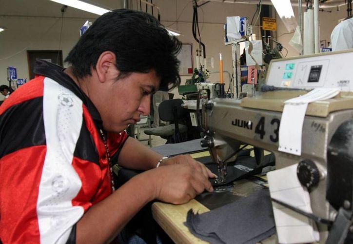 El sector manufacturero de exportación ha resultado beneficiado en Yucatán por el valor del dólar frente al peso. (Milenio Novedades)