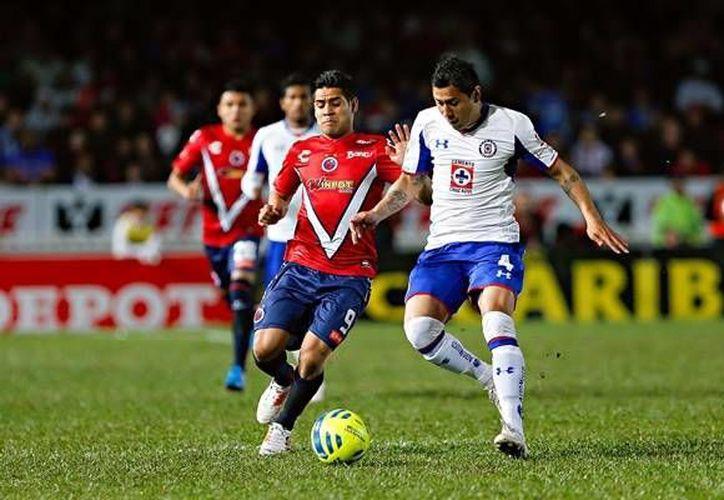 Cruz Azul mantuvo el invicto en casa de Veracruz, aunque ambos trataban de convertirse en líderes de la Liga MX. (Imago7)