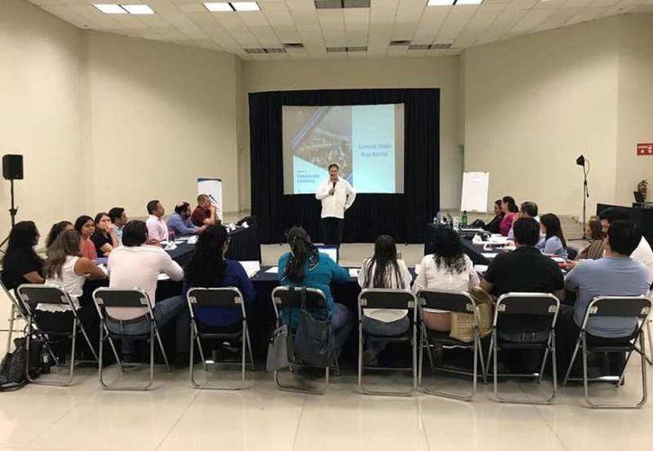 23 representantes de diferentes empresas toman el curso de Coexpo. (Foto: redes sociales)