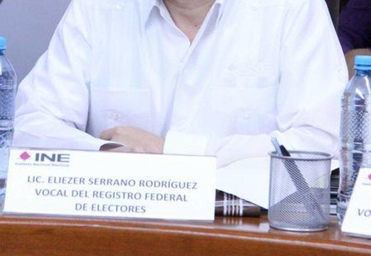 Ante las próximas elecciones para elegir gobernador, diputados locales y presidentes municipales en Quintana Roo, se han tomado medidas para evitar 'turismo electoral' desde Yucatán, declaró Eliezer Serrano, vocal del RFE. (Milenio Novedades)