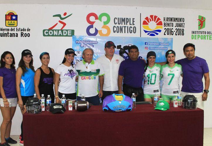 Conferencia de prensa de las autoridades deportivas. (Raúl Caballero/SIPSE)