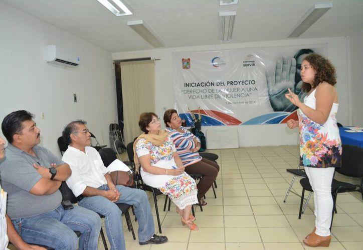 Autoridades municipales de Felipe Carrillo Puerto contribuyen a generar una cultura de igualdad entre hombres y mujeres. (Manuel Salazar/SIPSE)