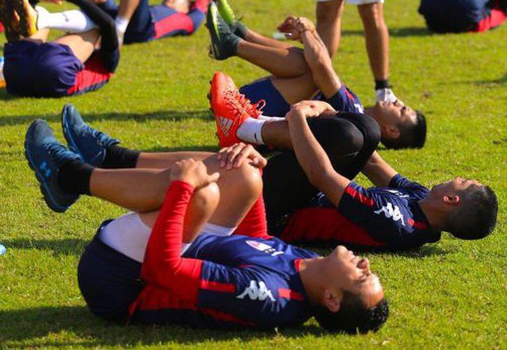 Los jugadores realizaron su último entrenamiento antes de emprender el viaje. (Raúl Caballero/SIPSE)