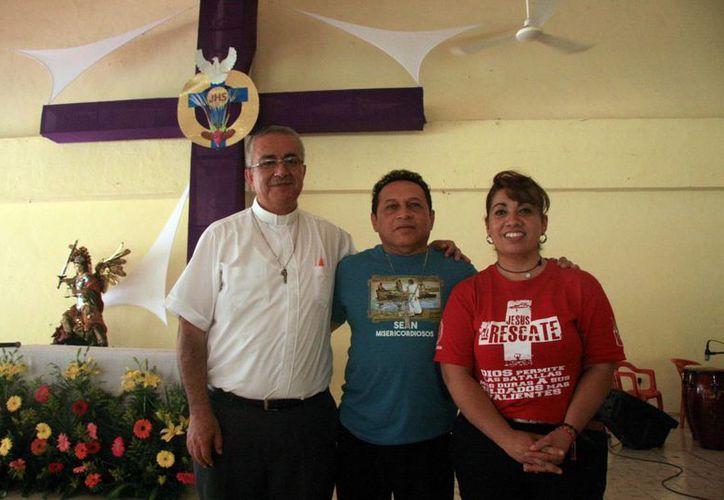 El padre Miguel Medina Oramas subrayó que el IV Congreso Carismático continuará este domingo, y cuenta con un objetivo altruista. (Fotos: José Acosta/SIPSE)