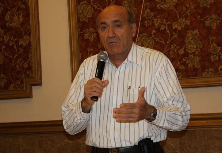 Ricardo Dájer Nahum se reunió este jueves con directivos de más 120 hoteles del Estado y el titular de la Secretaría de Fomento Turístico, Saúl Ancona Sánchez. (SIPSE)