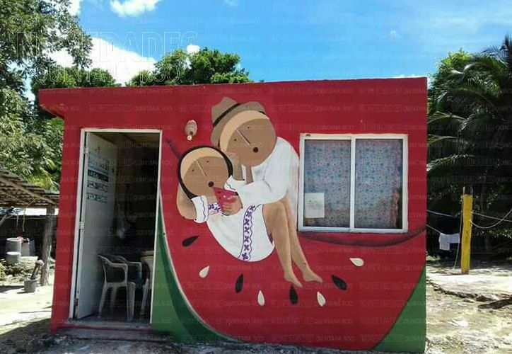 Las casas de Chacchoben ahora lucen con imágenes coloridas. (Foto: Eddy Bonilla/SIPSE)