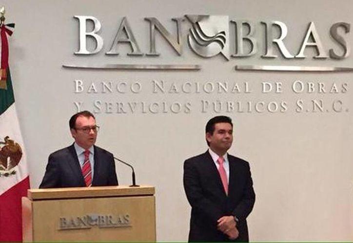Imagen del secretario de Hacienda, Luis Videgaray, quien anunció a Abraham Zamora Torres como nuevo director de Banobras. (@Banobras_mx)